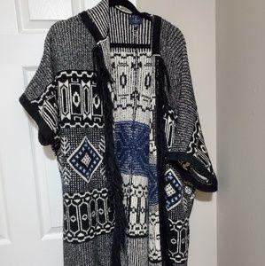 Tribal design short sleeved long sweater